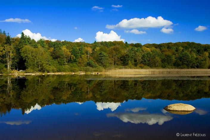 Reflets au lac du Merle dans le Sidobre