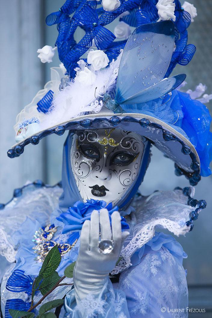 Carnaval vénitien à Castres dans les tons bleus