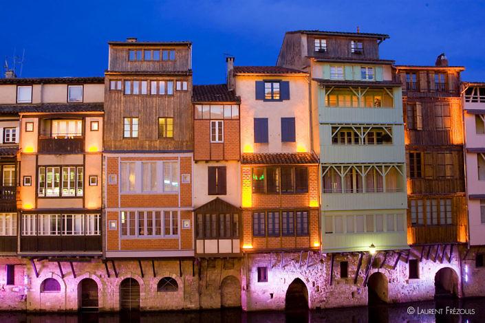 Maisons sur l'Agout de nuit à Castres