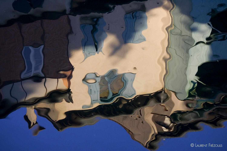 Reflets des façades sur l'Agout à Castres