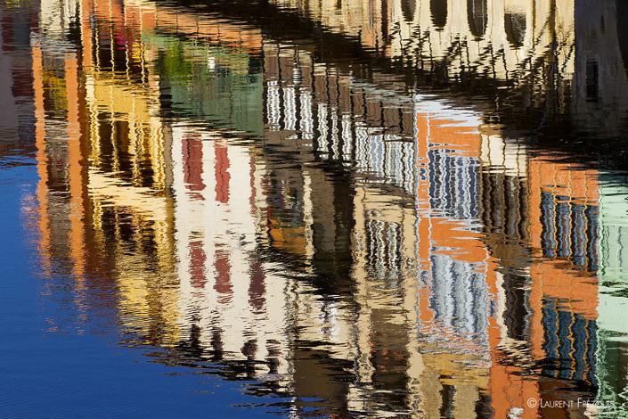 Reflets des maisons sur l'Agout à Castres