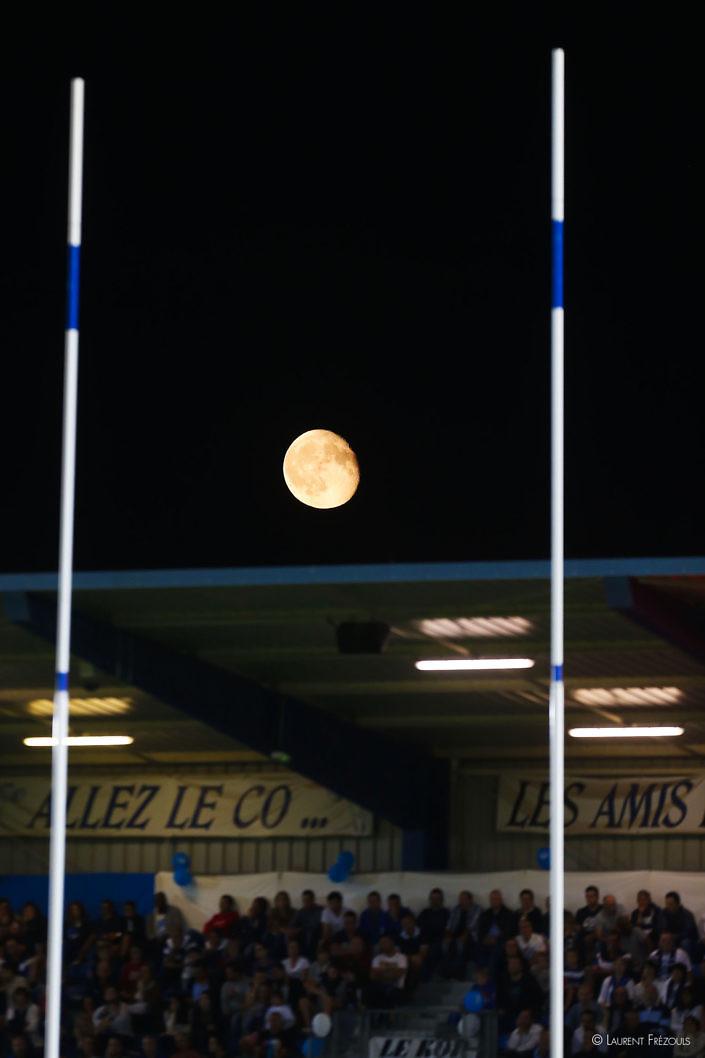 Pleine lune sur le stade Pierre Fabre
