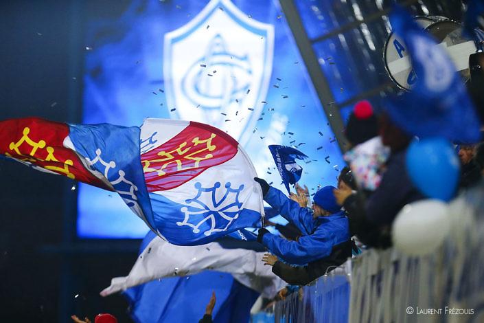 Jeux de lumière chez les supporters Castres Olympique Agen