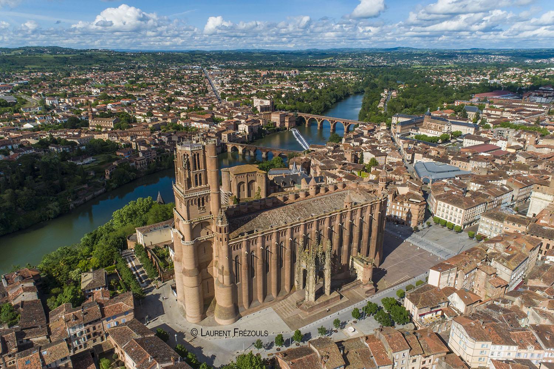 Photo par drone dans le Tarn. La cathédrale d'Albi inscrite au patrimoine de l'UNESCO