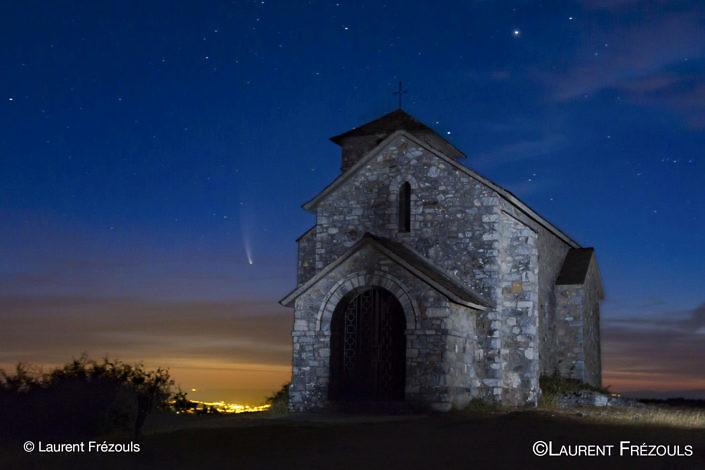Comète Neowise sur la Capelette de Dourgne dans le Parc naturel Régional du Haut-Languedoc